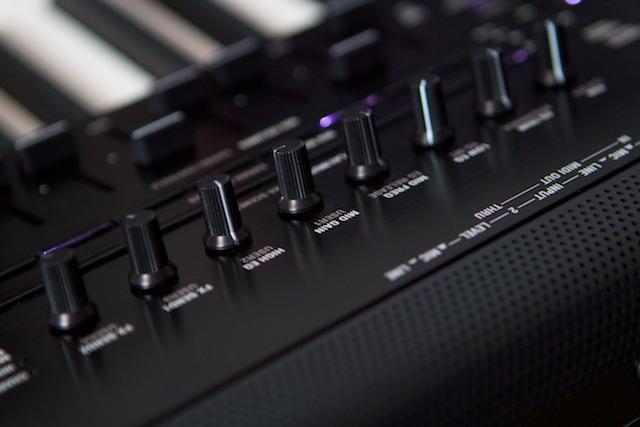 KORG Kronos Test - Muzykuj com : Testy instrumentów klawiszowych