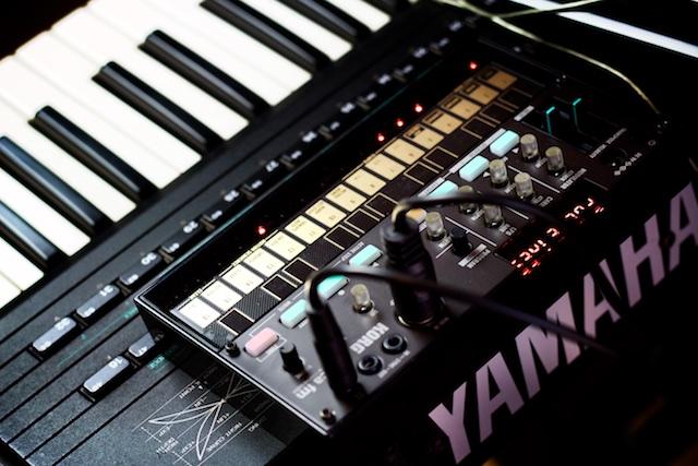 Korg Volca FM VS Yamaha DX7 - Muzykuj com : Testy
